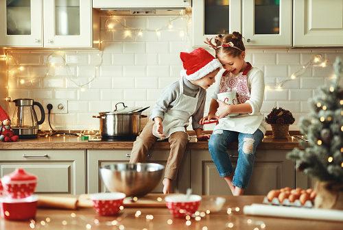 Boże narodzenie w kuchni z dzieckiem