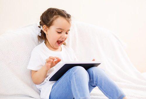 dziecko nauka zdalna w domu